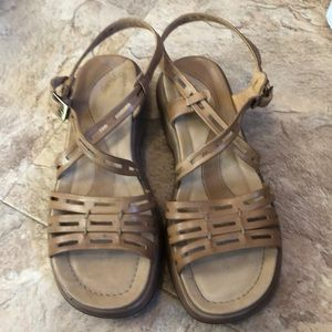 Ladies sandals sz 9 nude color like new
